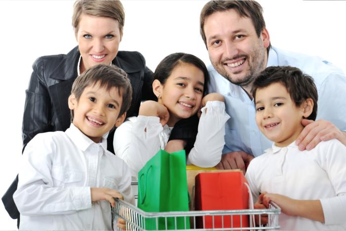Manor English - Happy family with a shopping trolley